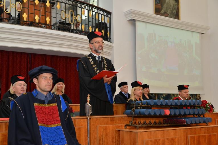 Na ZČU promovalo v akad. roce 2016/17 téměř 2000 studentů