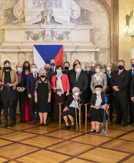 Profesor Pavel Drábek z FAV získal Stříbrnou pamětní medaili předsedy Senátu